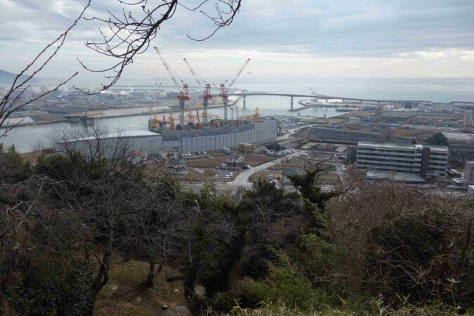 日和山公園から見た日和大橋と旧北上川(石巻市)